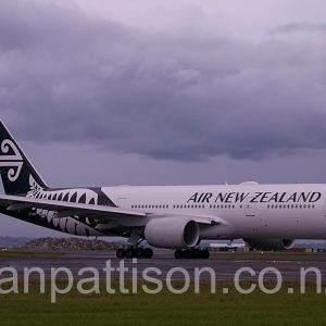 Air New Zealand Boeing 777-219(ER) ZK-OKE